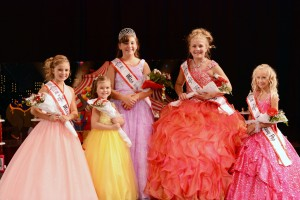 (l – r) 3rd Runner-Up Ava Roseberry, 1st Runner-Up Paytn Smith, Miss Teeny Pop 2016 Abigail Bennett, , 2nd Runner-Up Melanie Lee, and 4th Runner-Up Braelyn Miller.